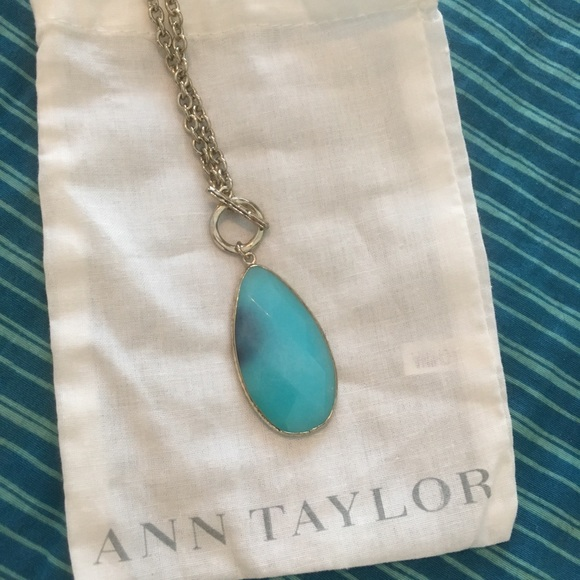 Ann Taylor Jewelry - Ann Taylor Blue stone toggle necklace